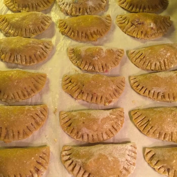 Schlutzkrapfen-gefüllt-mit-Gorgonzola-Birne-und-Speck-2