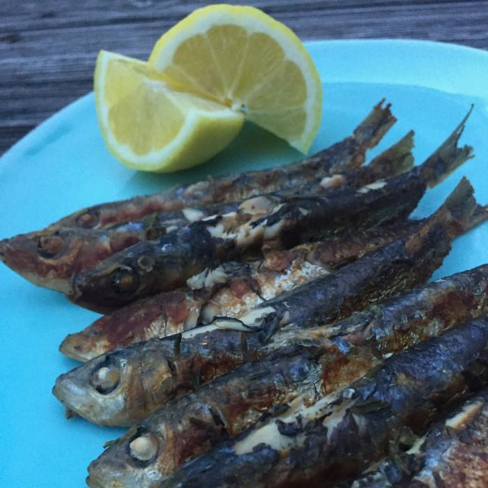 Sardinen-in-Thymian-Zitronenmarinade-gebraten-und-Griechischer-Salat-2