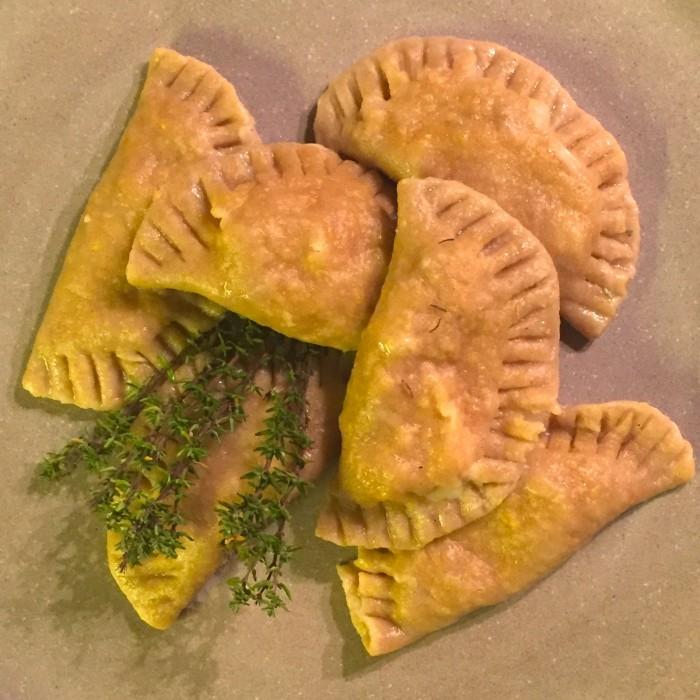 Schlutzkrapfen-gefüllt-mit-Gorgonzola-Birne-und-Speck-1